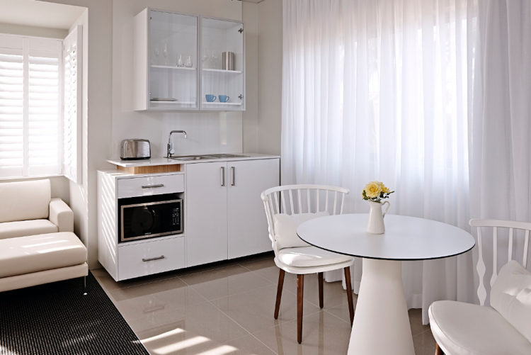 Suite Kitchenette Dining Web
